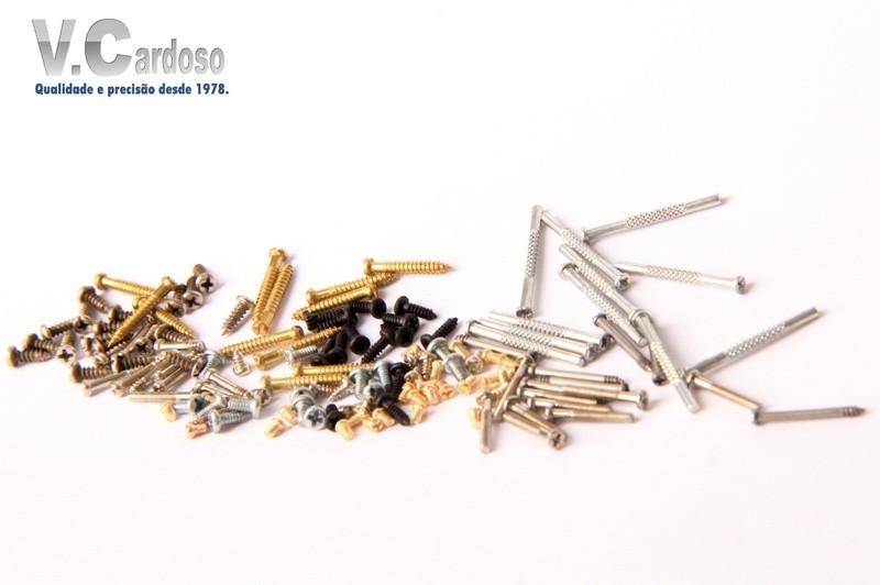 Micro parafusos para gaiolas